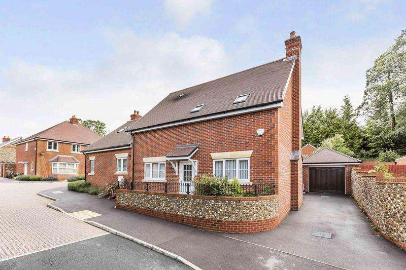 3 Bedrooms Semi Detached House for sale in Malthouse Way, PO8