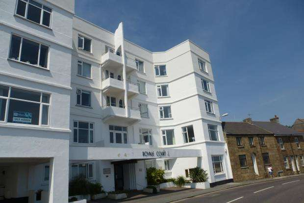 3 Bedrooms Flat for sale in Royale Court, Chyandour Cliff, Penzance, Cornwall