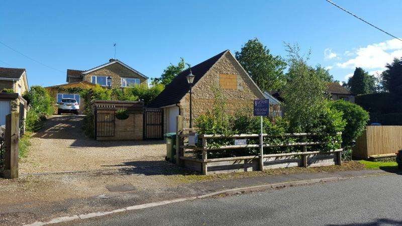 4 Bedrooms Detached House for sale in Overthorpe, BANBURY, OX17