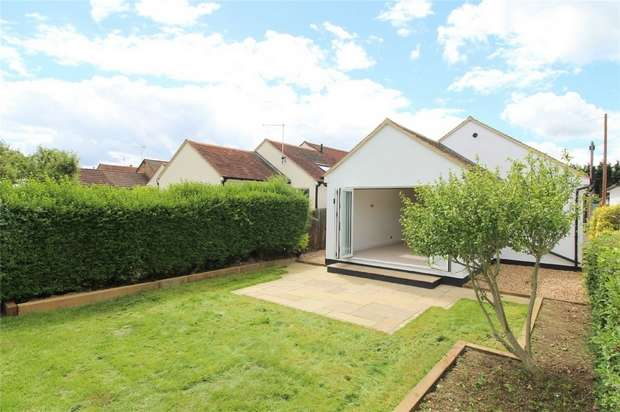 3 Bedrooms Detached Bungalow for sale in St Pauls Road, Staines-upon-Thames, Middlesex