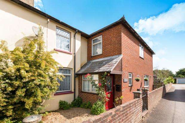 4 Bedrooms End Of Terrace House for sale in Gosport Road, Lower Farringdon, Alton