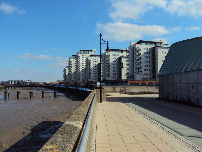 2 Bedrooms Flat for sale in Riverview Apartment Royal Artillery Quays, London