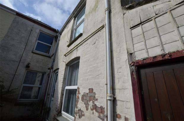 2 Bedrooms Flat for sale in Basset Street, Camborne, Cornwall