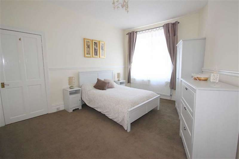 3 Bedrooms Property for sale in Morpeth Terrace, North Shields, NE29