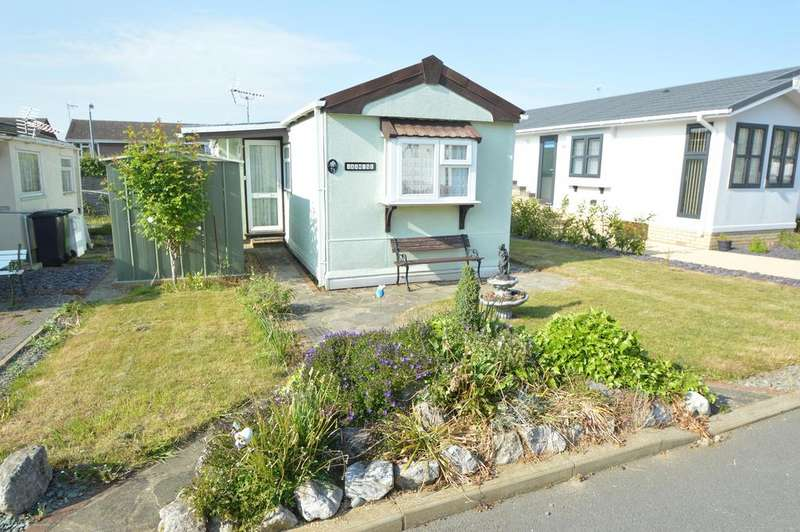 2 Bedrooms Park Home Mobile Home for sale in Kingsmead Park, Braintree CM7