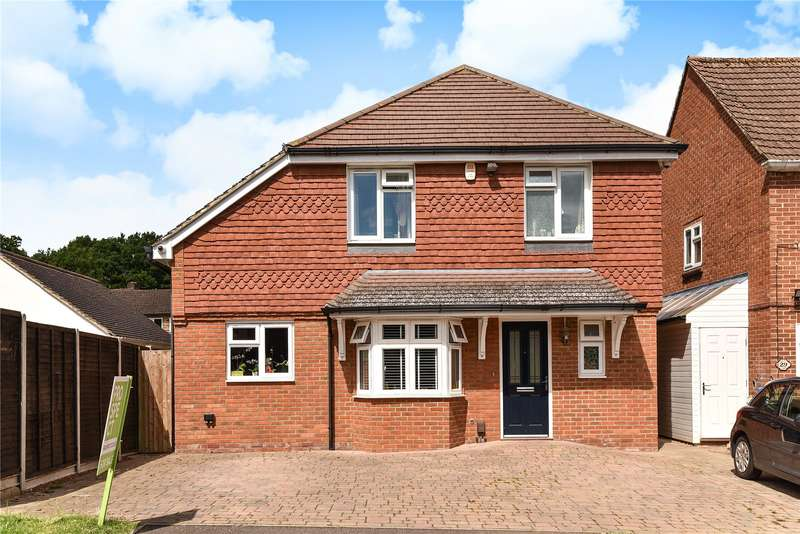 3 Bedrooms Detached House for sale in East Green, Blackwater, Camberley, GU17