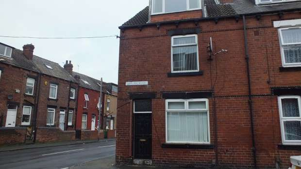 2 Bedrooms Terraced House for rent in Dawlish Road, Leeds, LS9