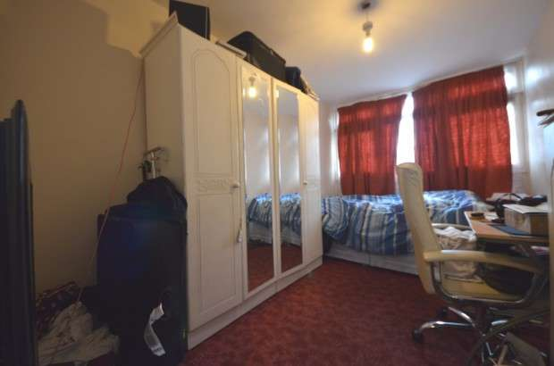 3 Bedrooms Maisonette Flat for sale in Featley Road, Loughborough, SW9
