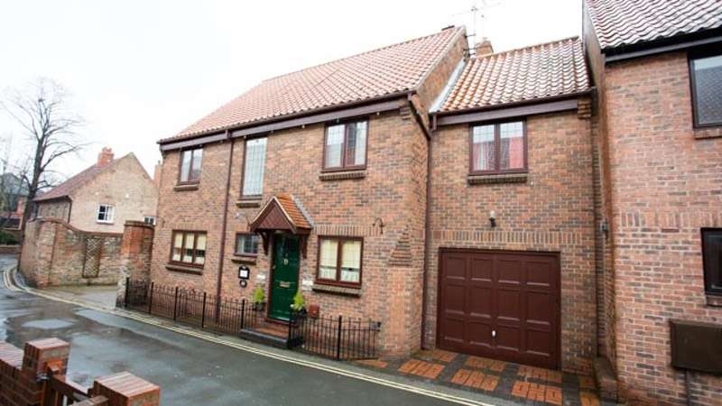4 Bedrooms Detached House for sale in Dog & Duck Lane, Beverley, East Yorkshire, HU17