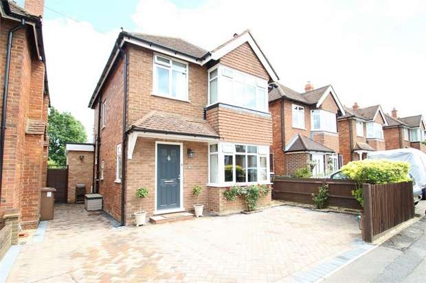 3 Bedrooms Detached House for sale in Waltham Avenue, GUILDFORD, Surrey