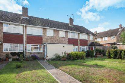 3 Bedrooms Terraced House for sale in Grovebury Close, Dunstable, Bedfordshire
