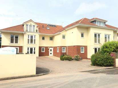 2 Bedrooms Flat for sale in Marine Gardens, Paignton, Devon