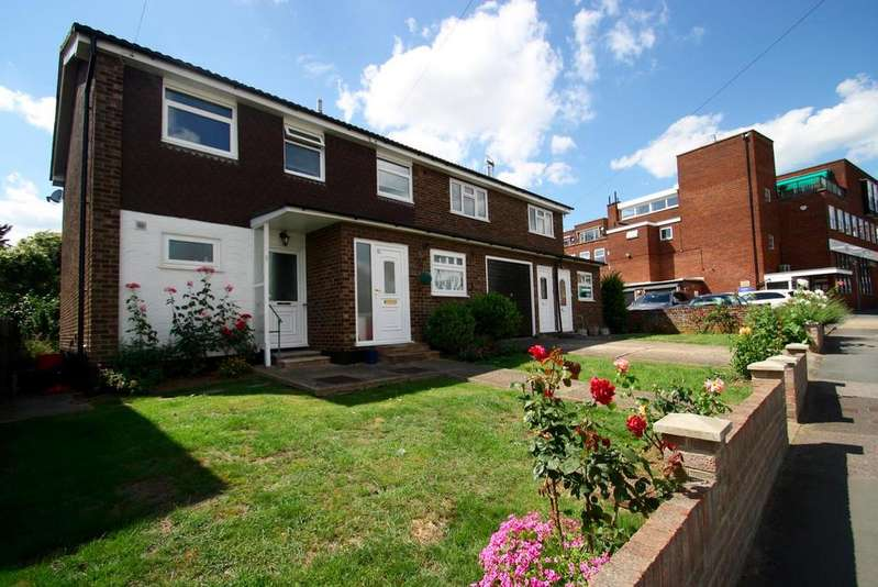 2 Bedrooms Flat for sale in Crescent Road, Leigh-On-Sea