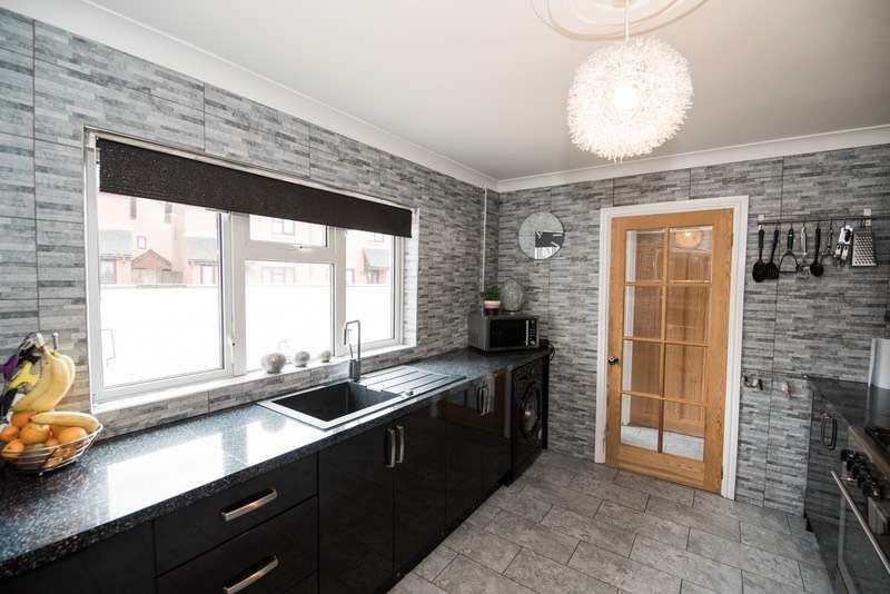 2 Bedrooms End Of Terrace House for sale in Alexandra place, Tredegar, Blaenau Gwent, NP22
