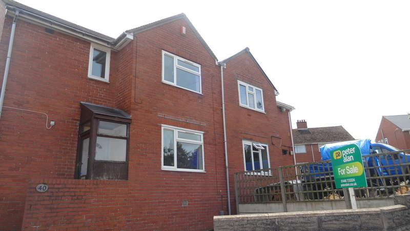 3 Bedrooms Semi Detached House for sale in Aneurin Road, Barry