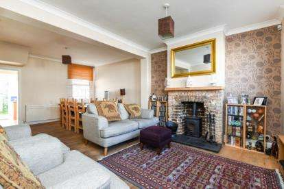 2 Bedrooms House for sale in Canon Road, Bromley