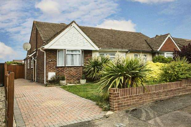 3 Bedrooms Semi Detached House for sale in Winton Road Reading