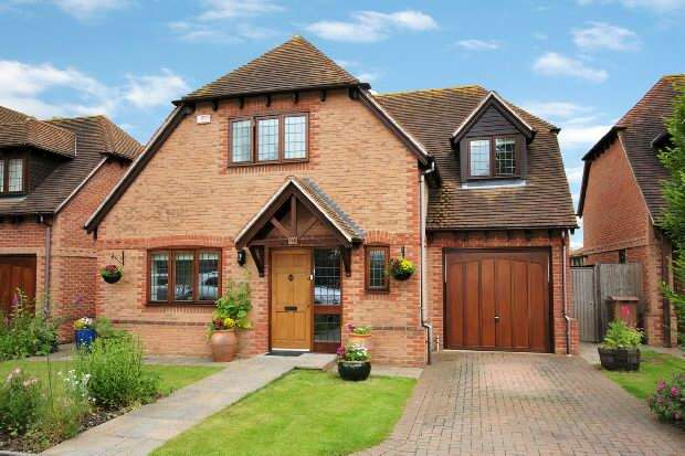 4 Bedrooms Detached House for sale in Grovelands Road Spencers Wood Reading