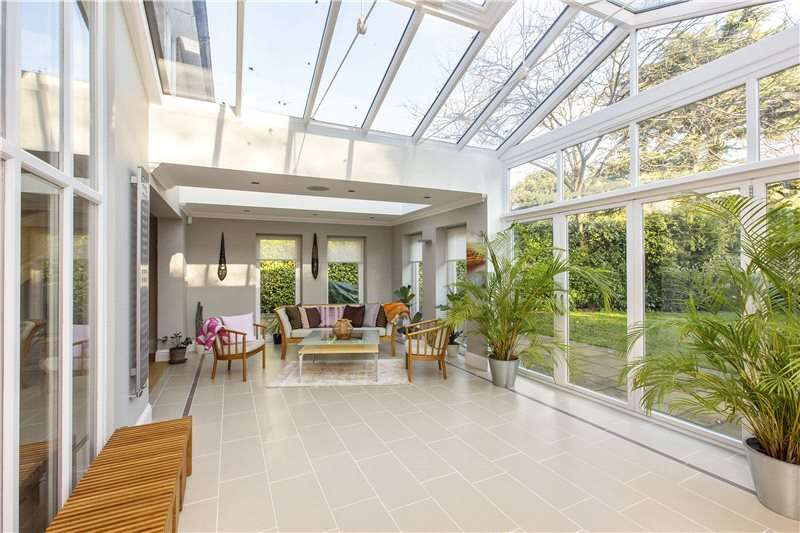 6 Bedrooms Detached House for sale in Cobbetts Hill, Weybridge, Surrey, KT13