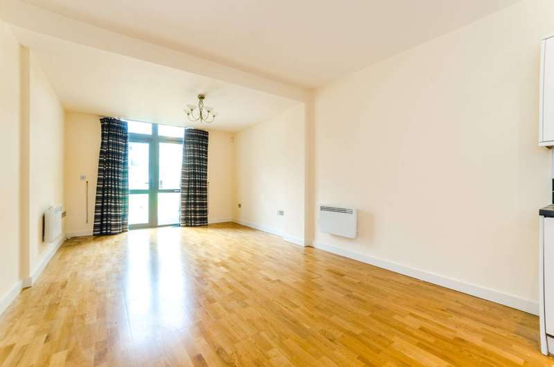 2 Bedrooms Flat for sale in Axminster Road, Islington, N7