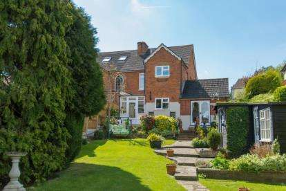 3 Bedrooms Semi Detached House for sale in Tolmers Road, Cuffley, Potters Bar, Hertfordshire