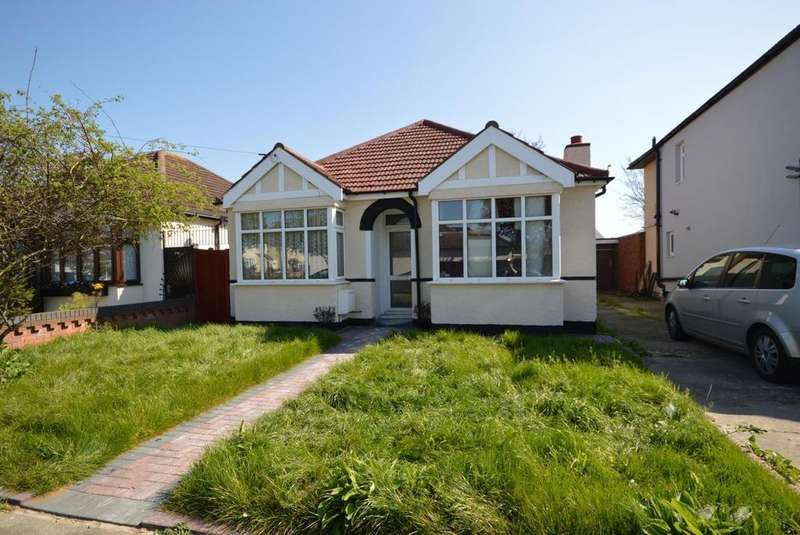 2 Bedrooms Detached Bungalow for sale in Bedford Gardens, Hornchurch, Essex, RM12