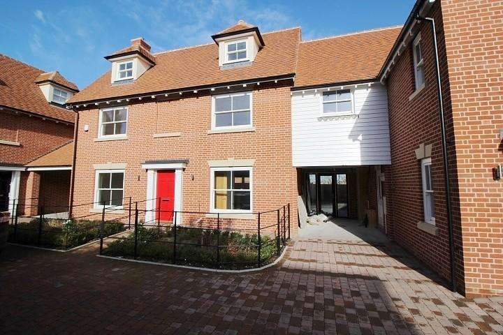 4 Bedrooms Detached House for sale in Colosseum Court, Williams Walk, Colchester, Essex, CO1
