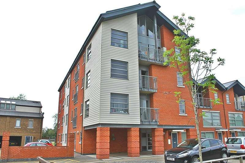 3 Bedrooms Duplex Flat for sale in Rotary Way, Colchester, Essex, CO3