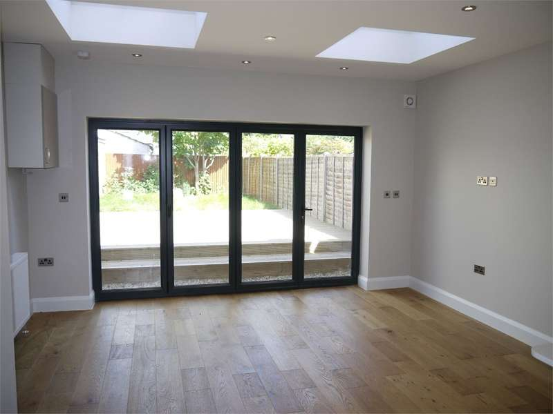 3 Bedrooms Terraced House for sale in Sidney Road, Bowes Park