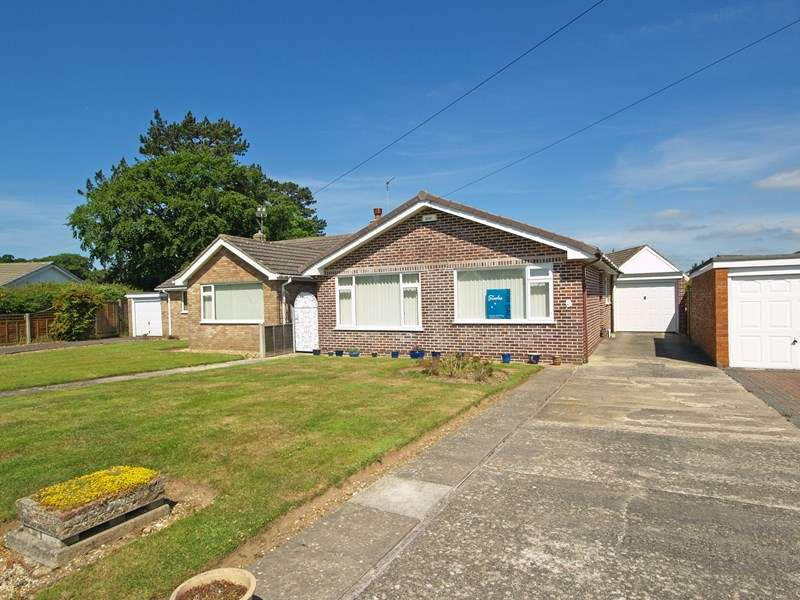 3 Bedrooms Bungalow for sale in Nada Road, Highcliffe, Christchurch