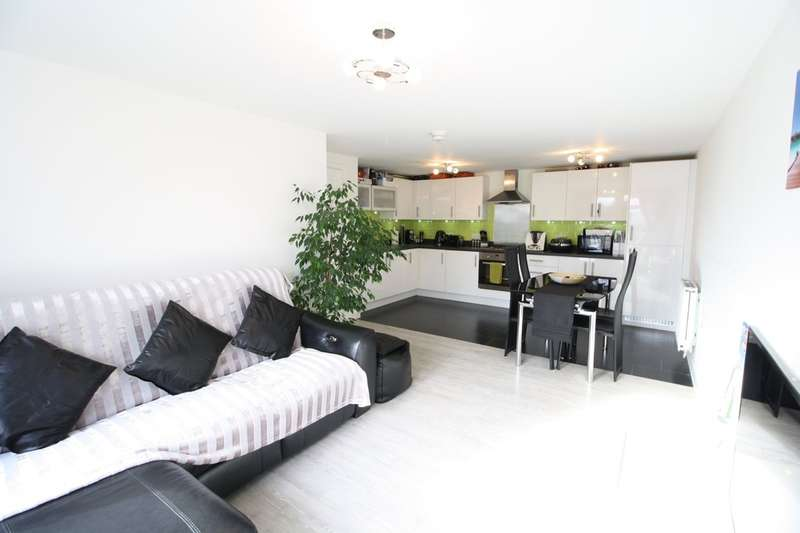 2 Bedrooms Flat for sale in Schoolfield Road, West Thurrock