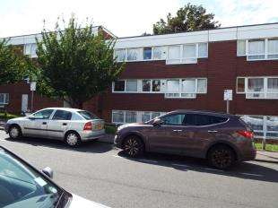 1 Bedroom Flat for sale in Penryn Manor, Skinner Street, Gillingham, Kent