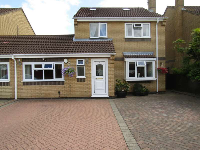 3 Bedrooms House for sale in Sandpiper Close, Whittlesey, PE7