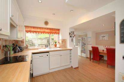 5 Bedrooms Semi Detached House for sale in Hollins Spring Avenue, Dronfield, Derbyshire