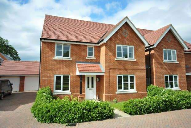 5 Bedrooms Detached House for sale in Grazeley Road Three Mile Cross Reading