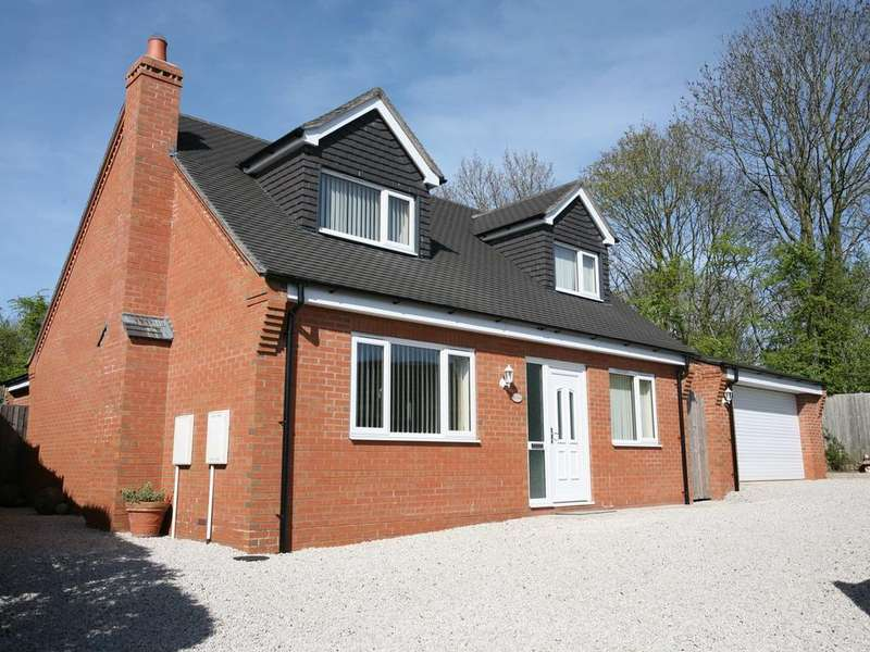 4 Bedrooms Detached House for sale in Bella Vista, Coley Lane, Little Haywood, Stafford, ST18 0UP