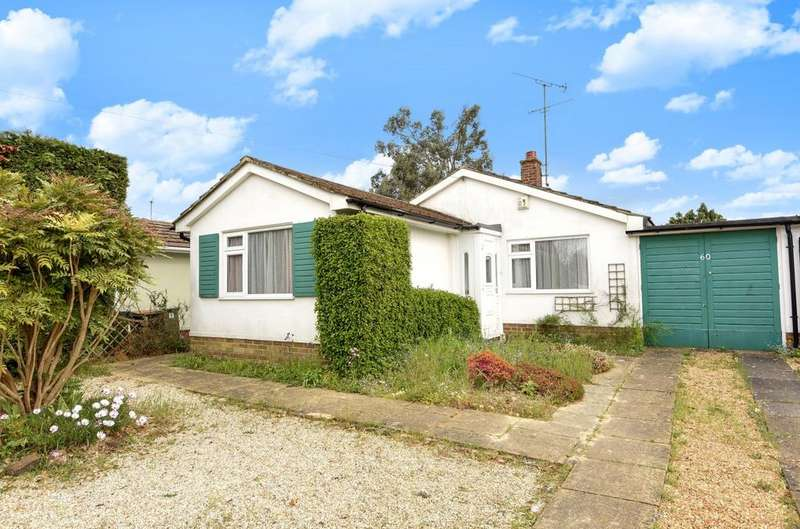 2 Bedrooms Detached Bungalow for sale in Farhalls Crescent, Horsham, RH12
