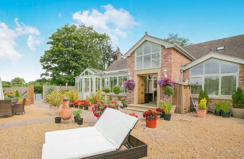 4 Bedrooms Detached Bungalow for sale in Macclesfield Road, Macclesfield