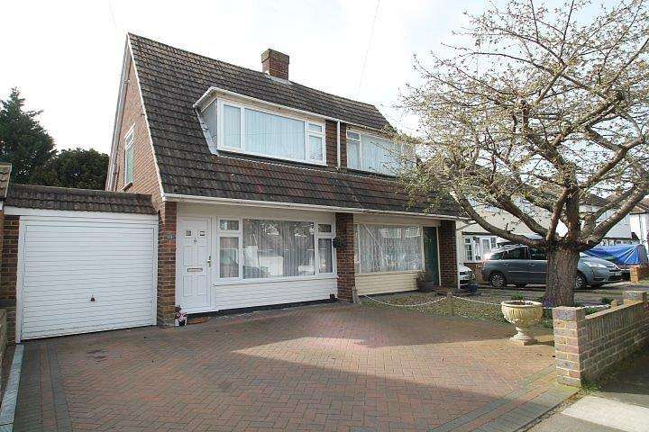 2 Bedrooms Semi Detached House for sale in Nursery Gardens, Staines-Upon-Thames, TW18