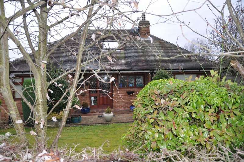 3 Bedrooms Detached Bungalow for sale in Weir Lane, Woolston, Warrington