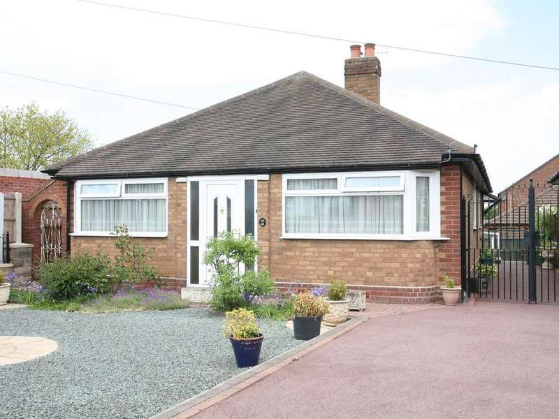 2 Bedrooms Detached Bungalow for sale in 44 Shaws Lane, Great Wyrley, WS6 6EQ