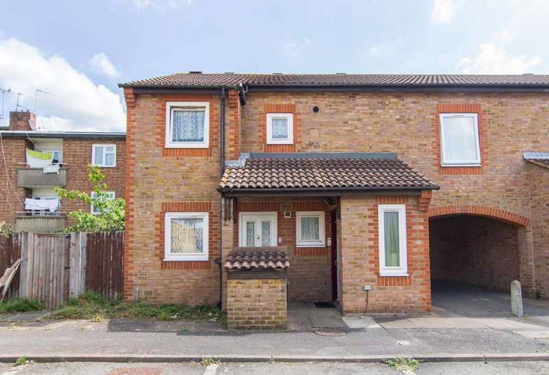 2 Bedrooms Flat for sale in Waterside Close, Northolt