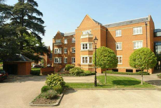 2 Bedrooms Flat for sale in Longbourn Windsor