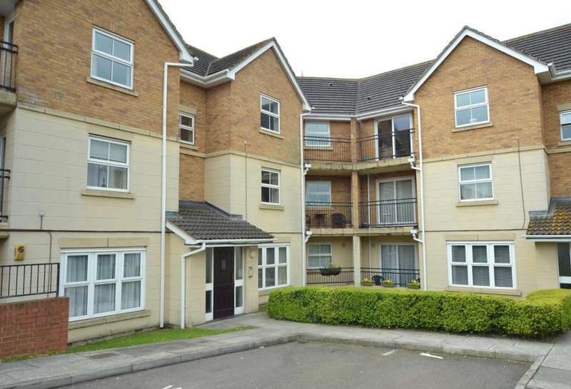 3 Bedrooms Apartment Flat for sale in Fir Court, Laindon, Basildon, Essex, SS15