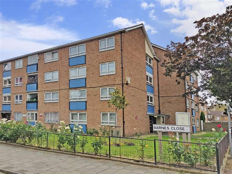 3 Bedrooms Ground Flat for sale in Manor Park Road, London
