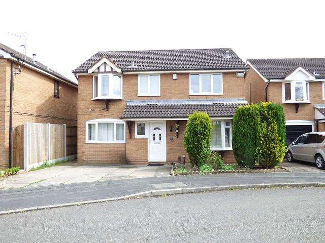 4 Bedrooms Detached House for sale in Woolmer Close, Gorse Covert, Warrington