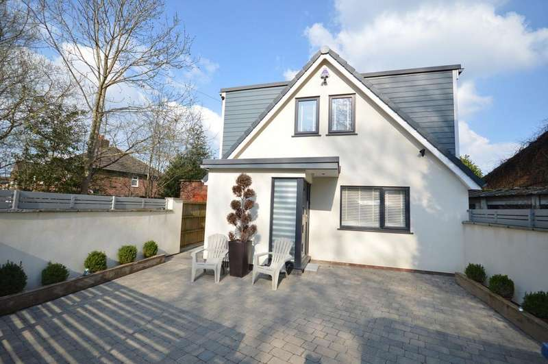 3 Bedrooms Bungalow for sale in Sandy Lane, Lymm