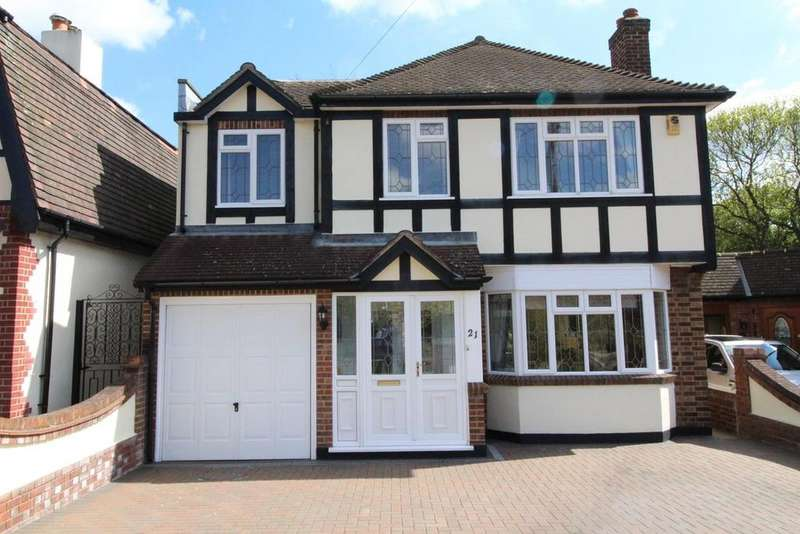 4 Bedrooms Detached House for sale in Hall Park Road, Upminster, Essex, RM14
