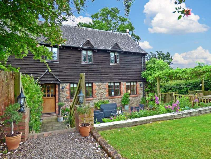 3 Bedrooms End Of Terrace House for sale in The Oaks, Old Clehonger, Hereford