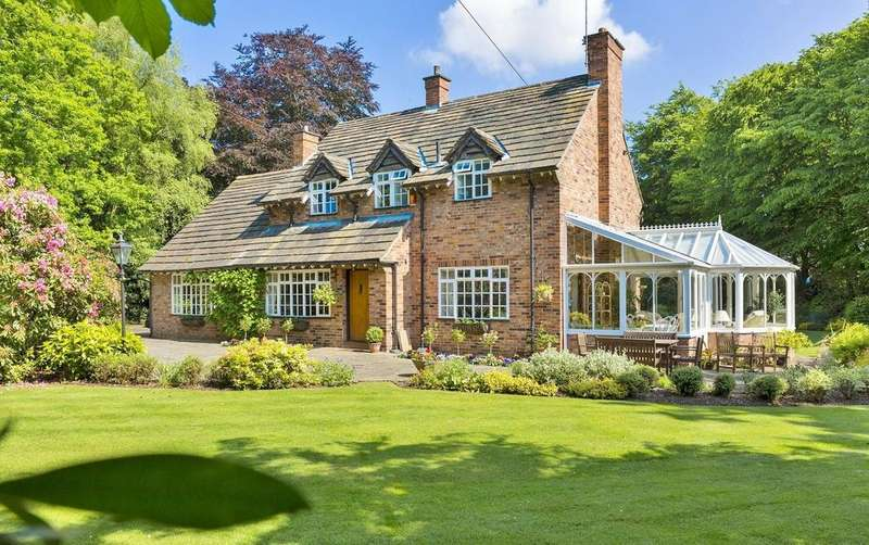 4 Bedrooms Detached House for sale in Hollies Lane, Wilmslow